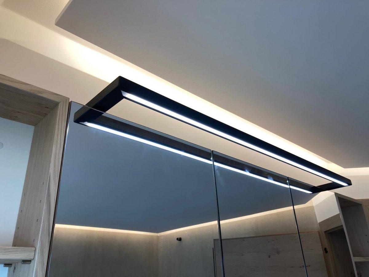 Spiegelschrank-mit-LED-Beleuchtung